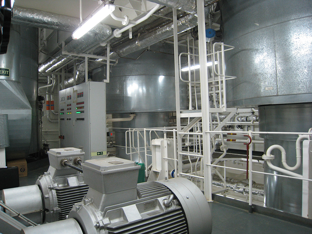 Thermal oil heating systems for maritime and inland shipping